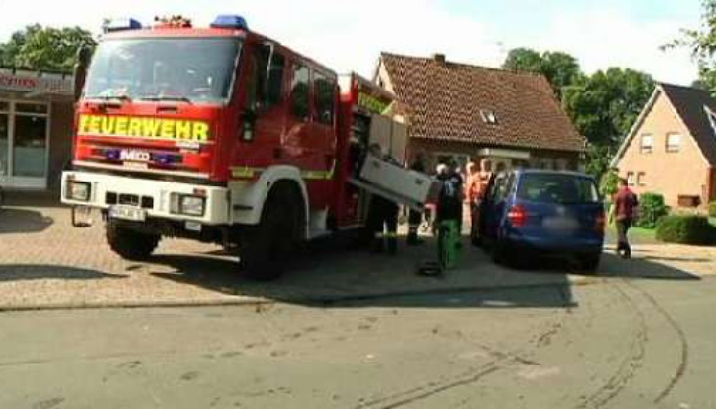 Auto aus Kanal in Georgsdorf geborgen