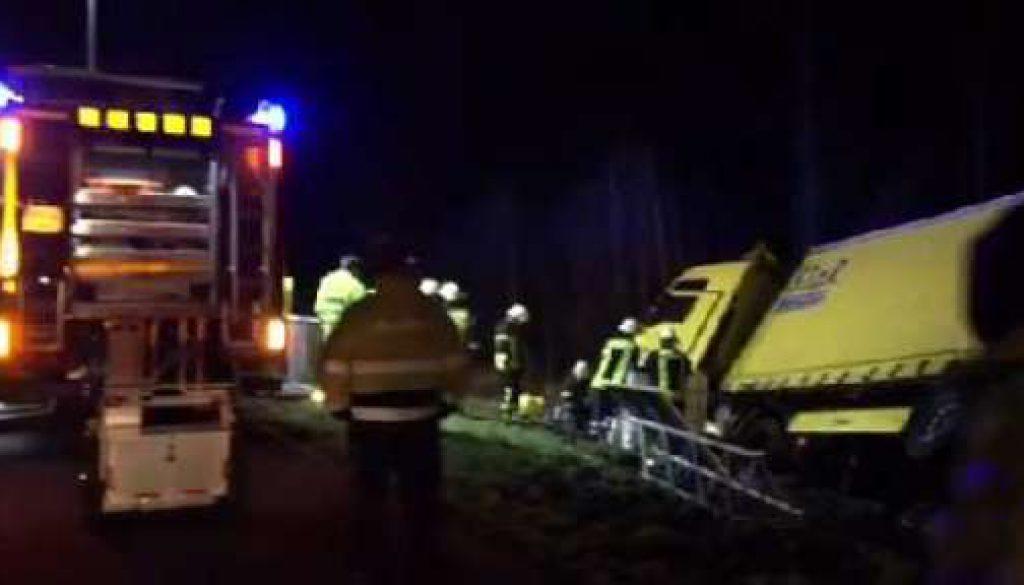 A31 muss nach LKW Unfall gesperrt werden