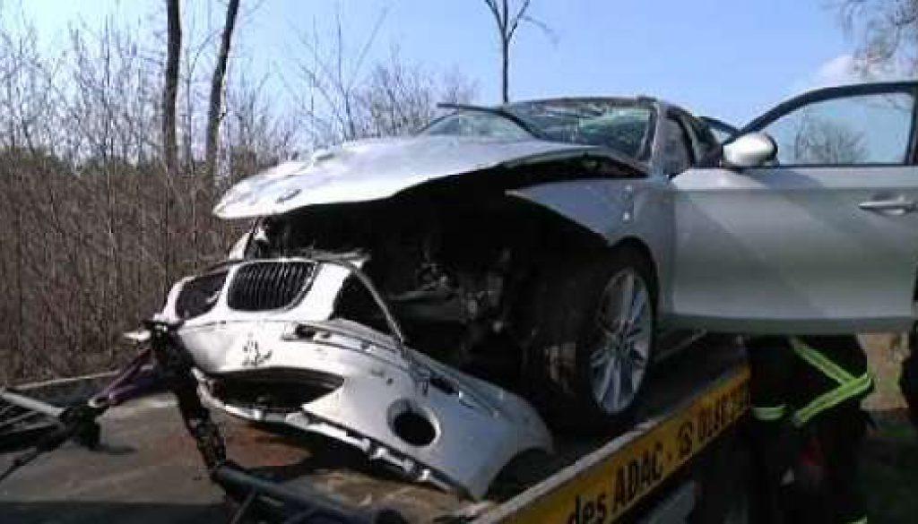 Lingen: 19-Jähriger in Lebensgefahr - Auto überschlagen