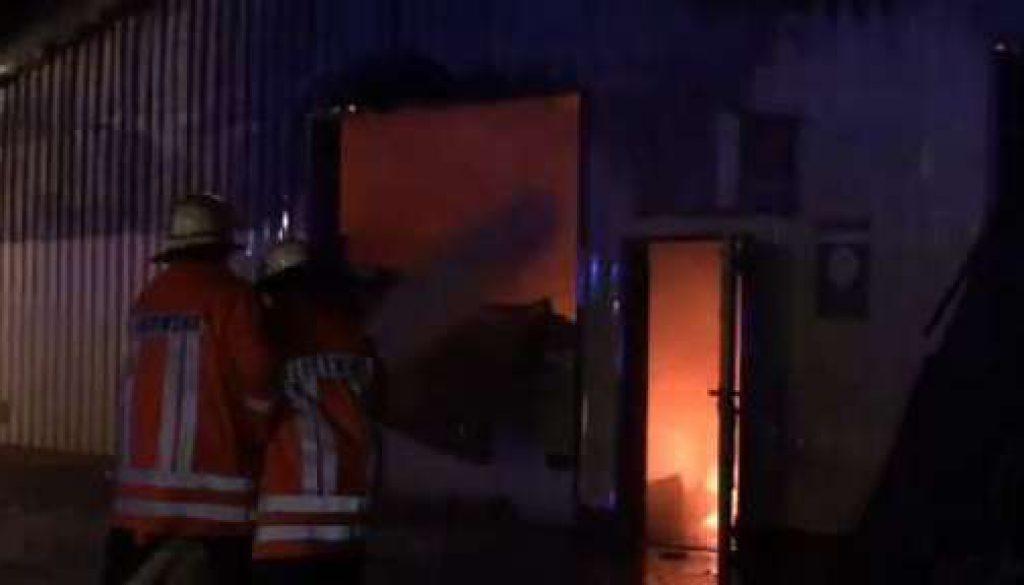KFZ-Werkstatt in Flammen