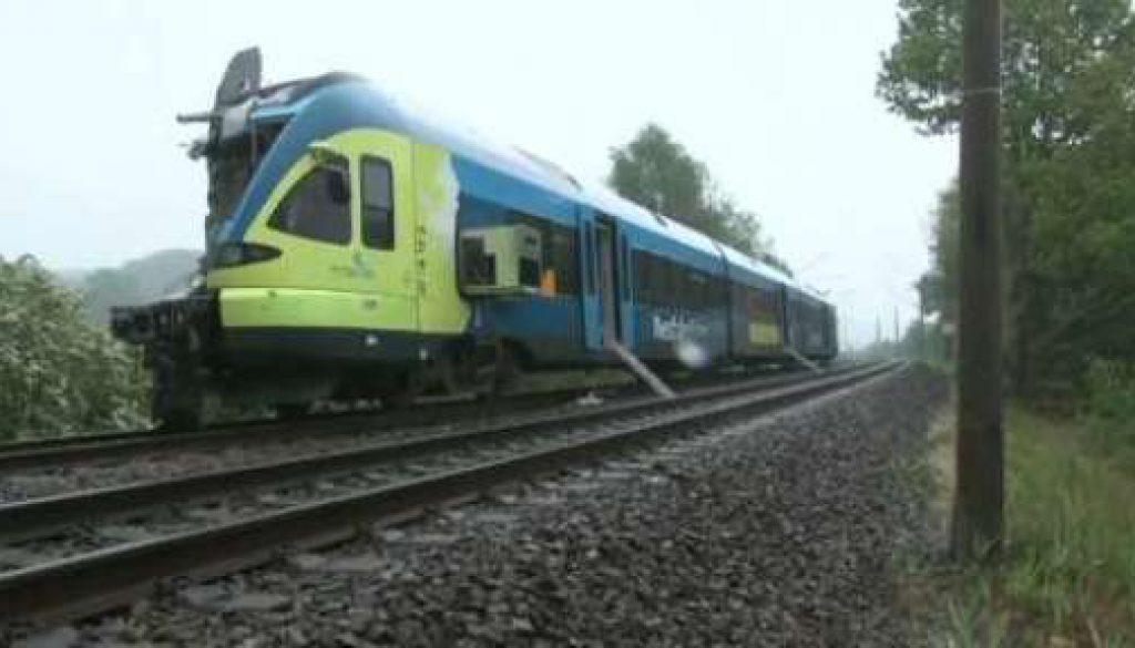 Zug verunglückt zwischen Osnabrück und Bentheim: Zwei Tote und zwanzig Verletzte
