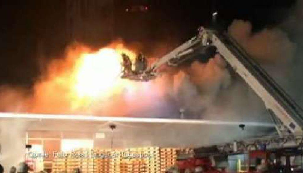 Feuer in Raffinerie: Rettungskräfte verhindern Schlimmeres