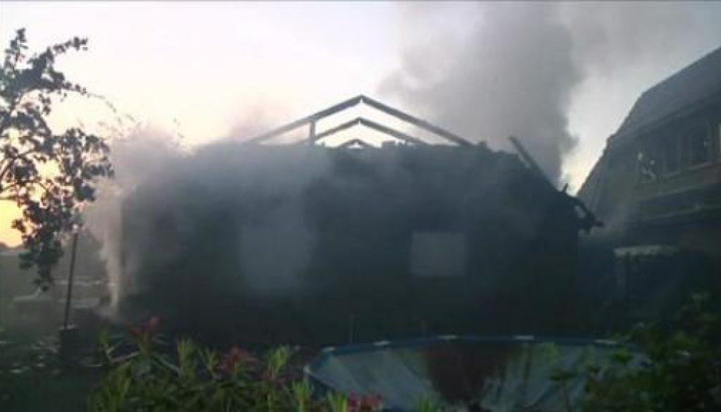 Feuer zerstört Garage in Sustrum