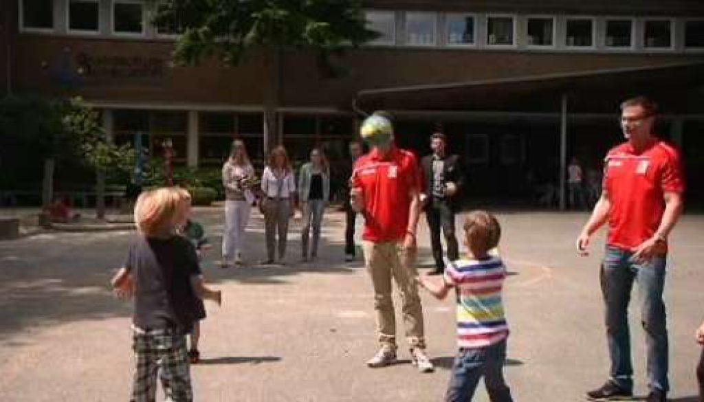 """Trainieren mit den Handball-Profis - Grundschule Schepsdorf gewinnt """"AOK Star-Training"""""""