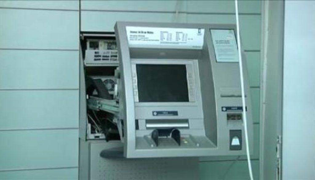 Bankräuber sprengen Geldautomaten
