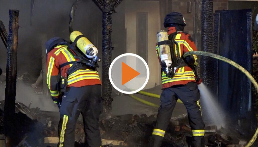 Screen_Feuer springt auf Wohnhaus über
