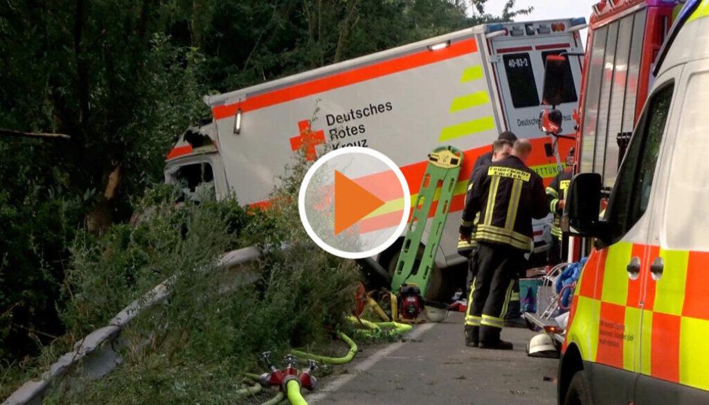 Screen_Rettungswagen verunfallt im Einsatz