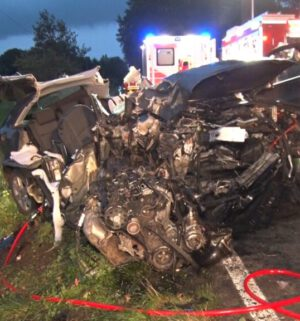 2021-09-11 16309 Quakenbrueck Audi gegen Baum 2 Verletzte19 (NWM-TV)