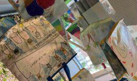 21.09.23 Foto Kinder machen die Taschen bunt