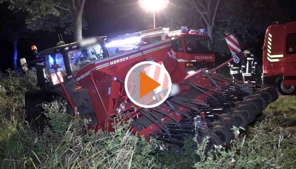 Schwerer Verkehrsunfall mit Erntemaschine